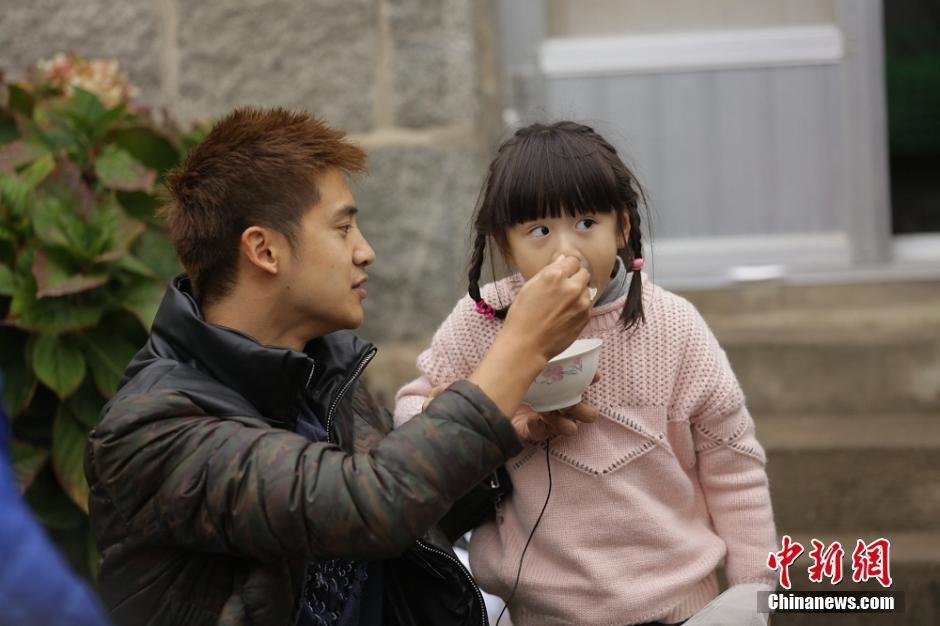 田亮女儿重返幼儿园 开心跑步动如脱兔